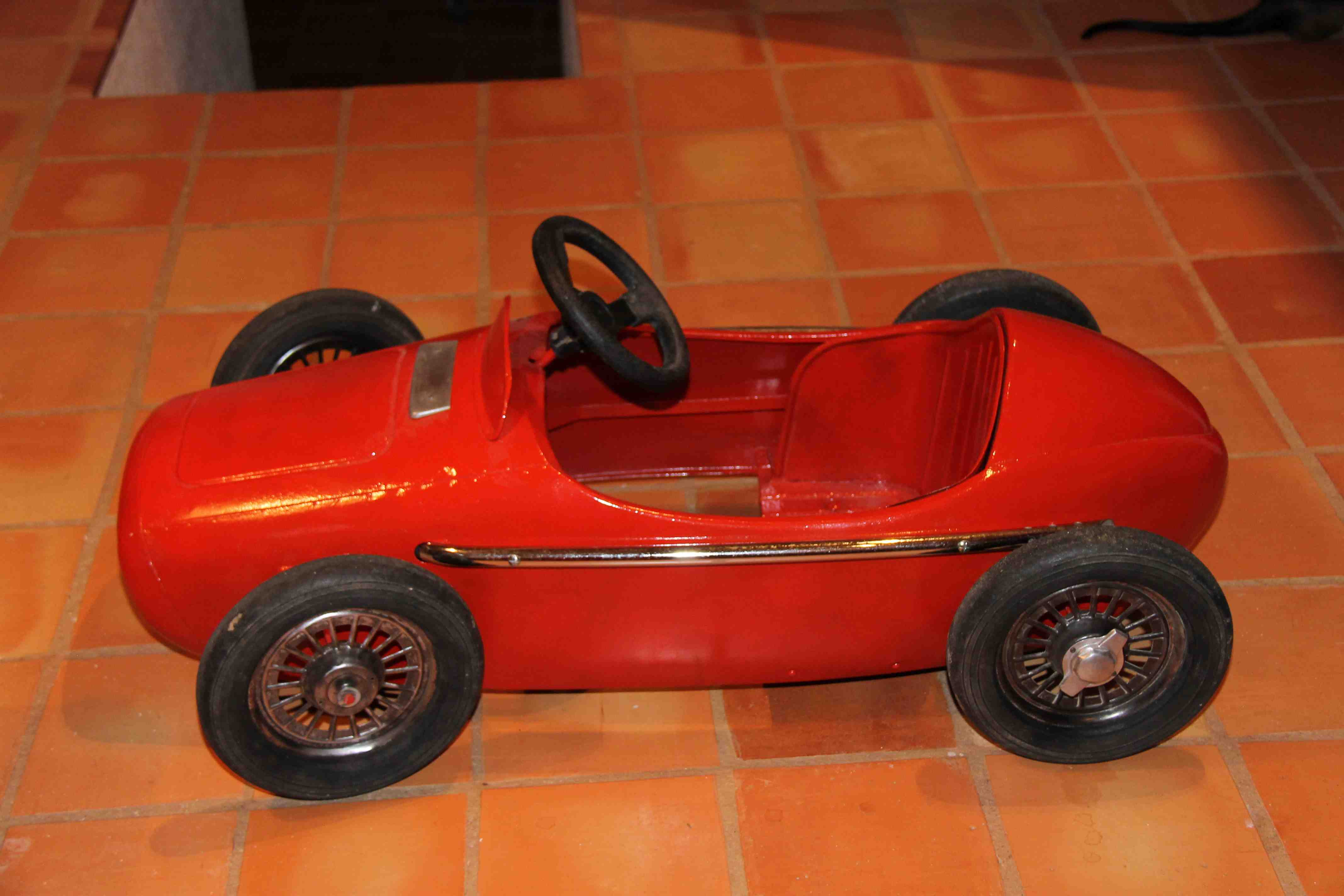 THE RED RACING CAR 001.jpg